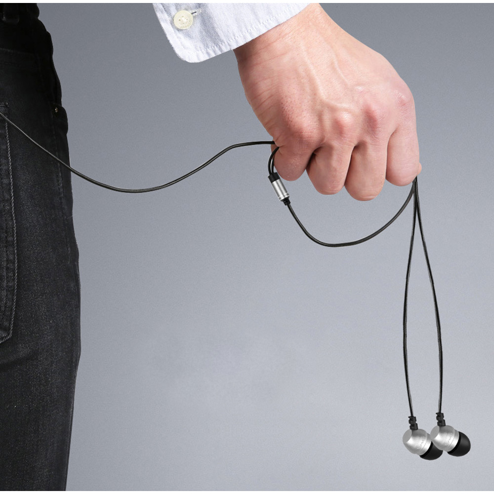 Pekné mini lacné pecky do uší za lacnú cenu s nezamotávajícím sa káblom.
