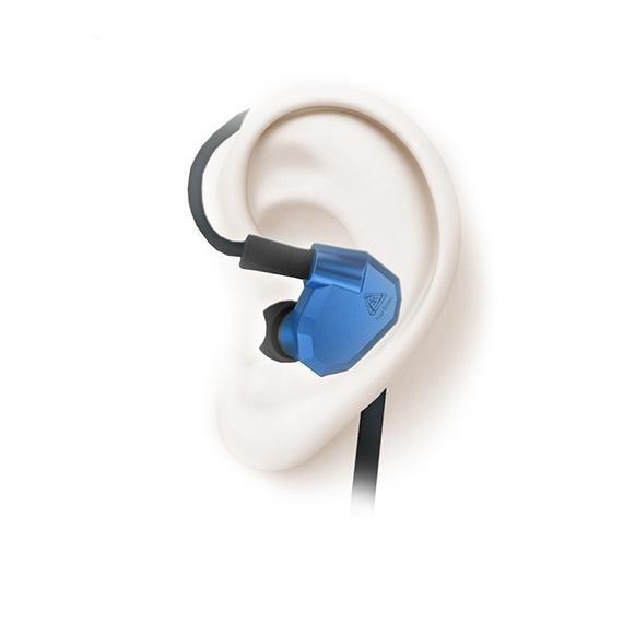 Slúchadlá do uší s naklonenými špunty.  Ergonómia KZ ZS5.