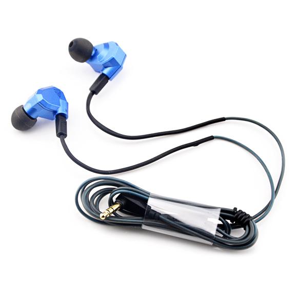 Slúchadlá do uší špuntová s vymeniteľným káblom a zahnutou 3,5mm koncovkou.