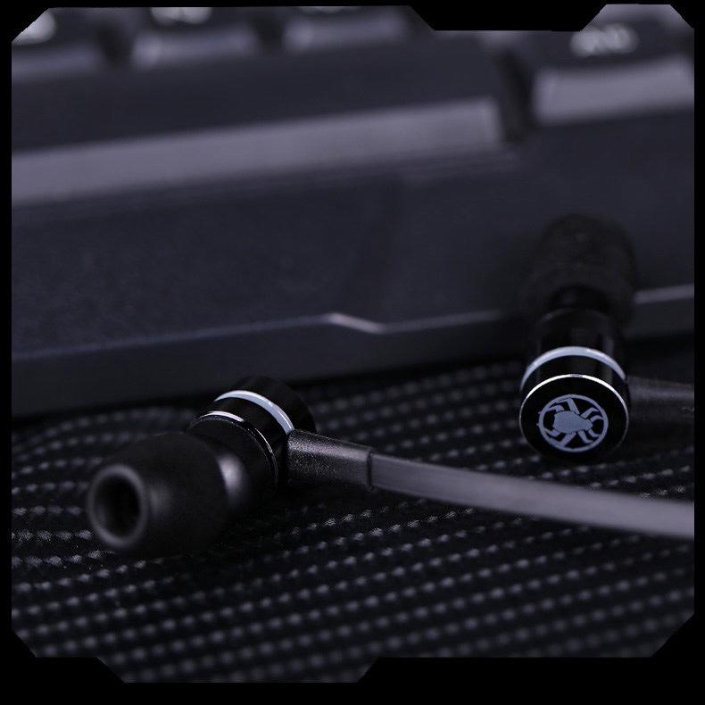 kovova-sluchatka-do-usi-magneticka-cerna