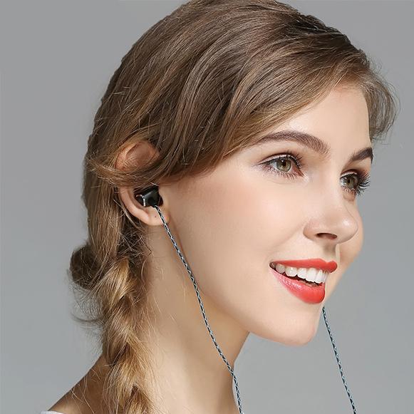 Lacná slúchadlá do uší Plexton X36M sa super extra heavy basy.