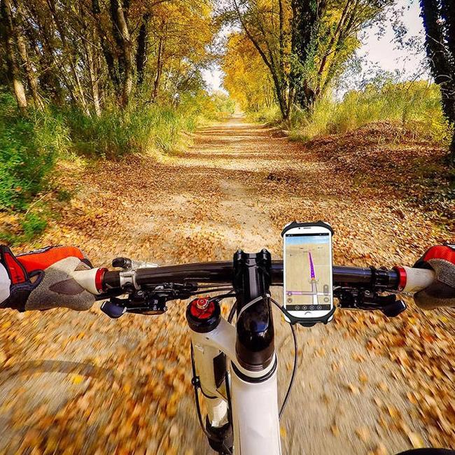 Silikónový držiak na mobil na bicykel neprenáša vibrácie a ľahko sa čistí.
