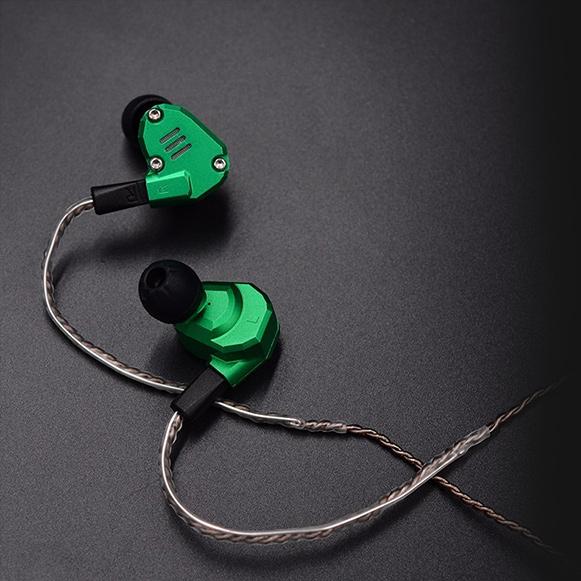 Ohybné tvarovateľné obrúčky pre uchytenie náhradného kábla za ucho.