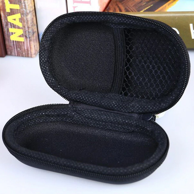 Zakluacené puzdro OV15 chráni slúchadlá pred pádom, tlakom, preliačením.  Pekné mini puzdro.