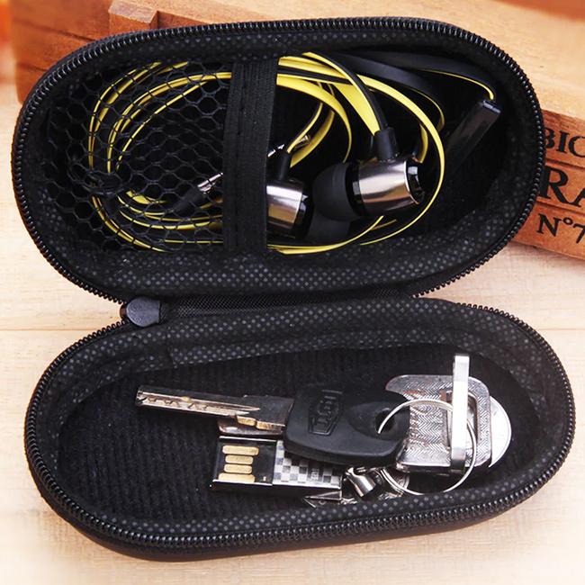 Mini priestranné puzdro s vnútornou sieťkou, priehradkou.  Vhodné na kľúče, káble, usb disky, pamäťové karty a slúchadlá do uší štuple.