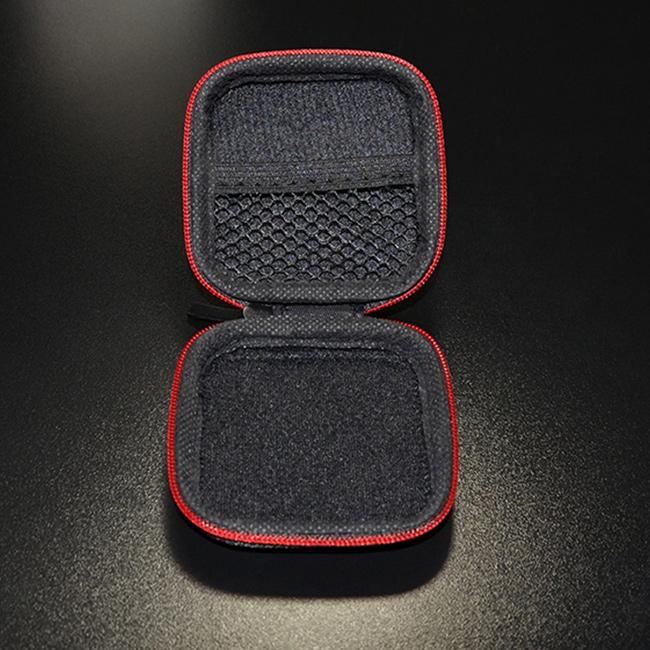 Vnútorná priehradka, vrecko, sieťka malé puzdro, krabička na zips.