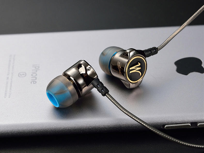 Zinkové kovové slúchadlá do uší QKZ DM7.