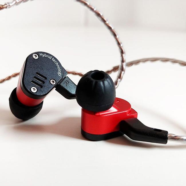 Lacna HiFi slúchadlá do uší monitory s vymeniteľným káblom KZ ZSA.