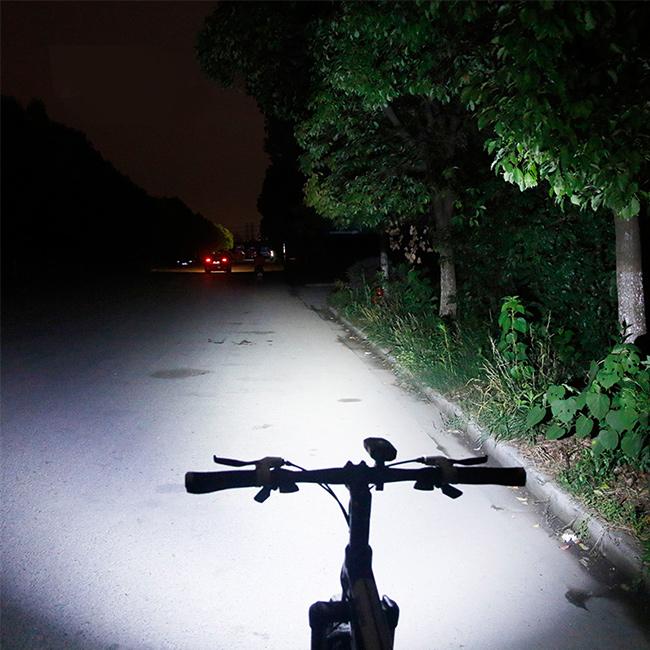 Pekne svietiace svetlo na bicykel predné.  West Biking HJ048