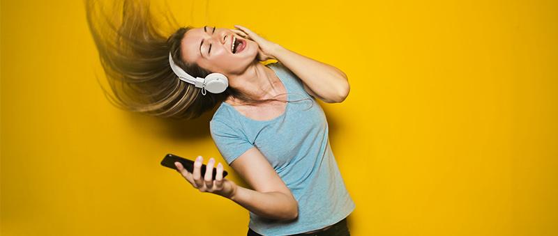 Ako pripojiť bezdrôtová Bluetooth slúchadlá a spárovať ich s mobilom.