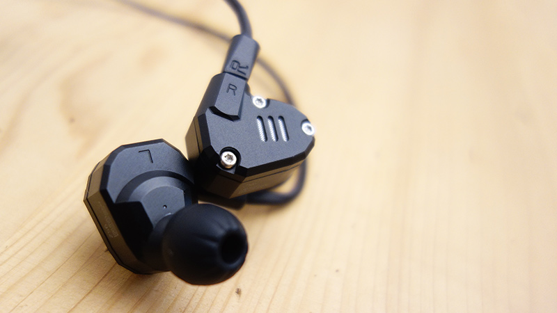 test-sluchatek-do-usi-kz-zs6